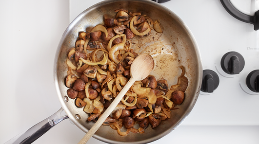 Medium vegan wholewheat fusilli with mushrooms fennel and pecans step 4