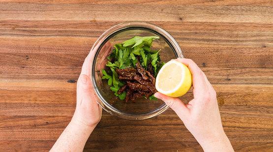 Prepare the salad