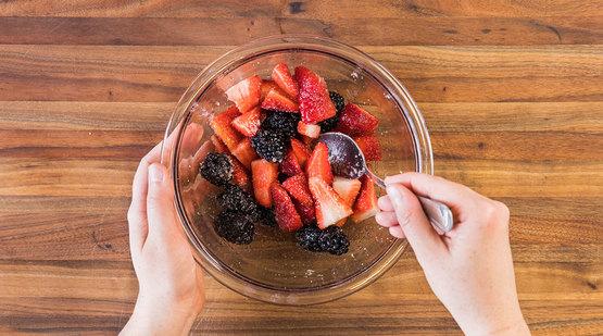 Vegan_Macerated_Berries_Step_1