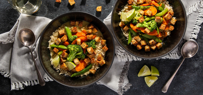 Vegetable Green Curry with Gingered Tempeh & Brown Rice