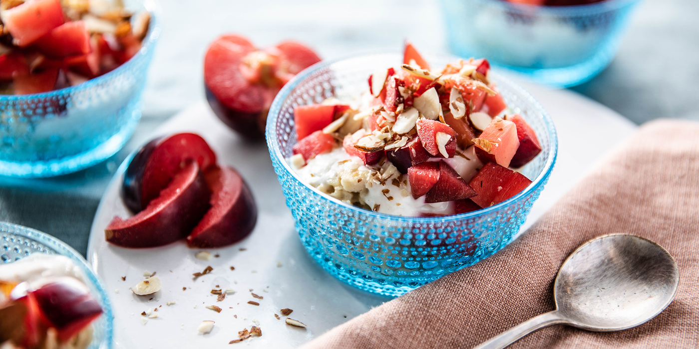 Cinnamon Overnight Oats with Vanilla Yogurt & Plums