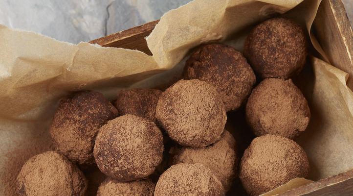 5 Ingredient No Bake Almond Joy Fudge Drops