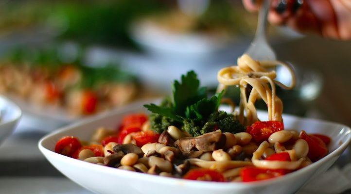 Cashew-Spinach Pesto Linguine with Burst Tomatoes & Mushrooms
