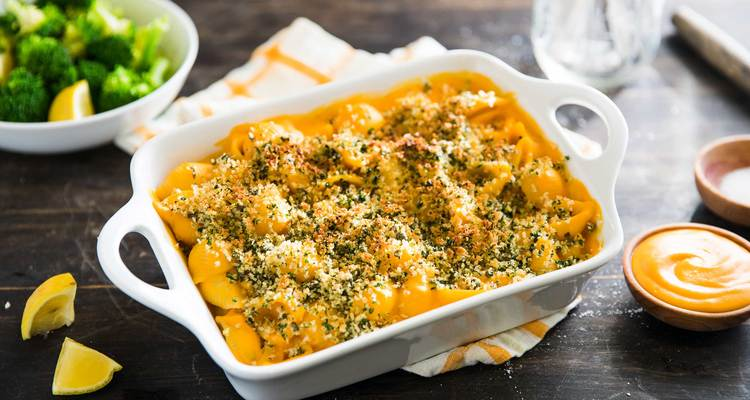 Creamy Mac n' Cheese with Herbed Breadcrumbs & Broccoli