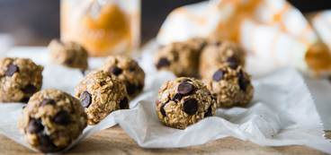 Peanut Butter Banana Oat Balls with Chocolate Chips